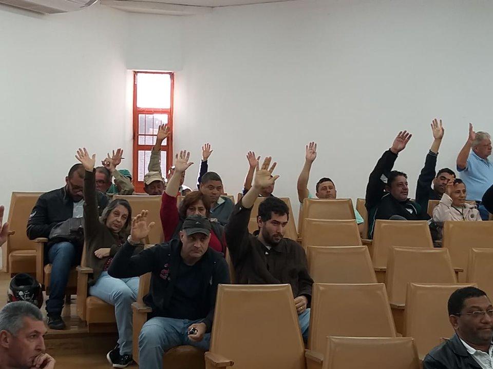 SERVIDORES DO CAMPUS APROVAM ESTADO DE GREVE NA UEL E PARTICIPAÇÃO NA GREVE GERAL DO DIA 14